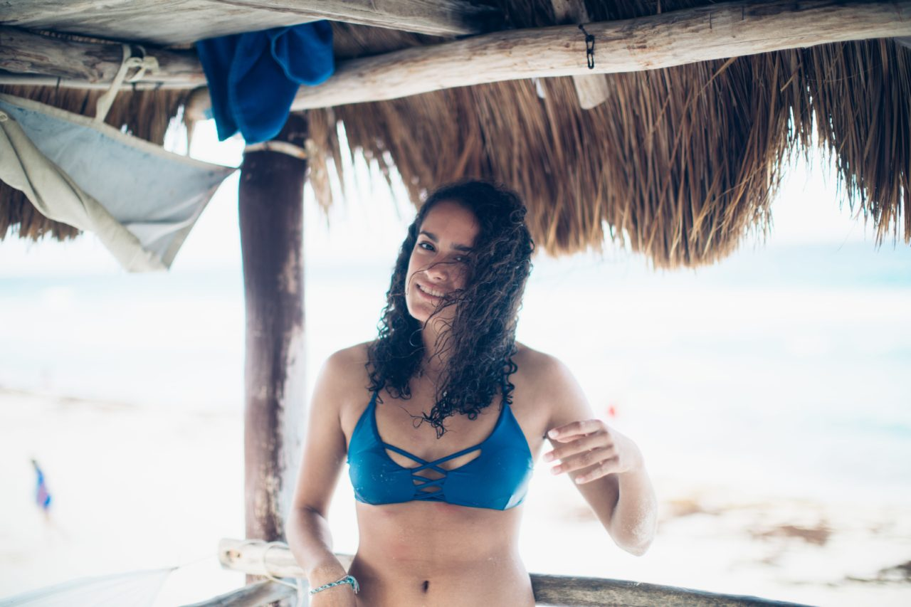 Cancun-15-Summer-Verano-Friends-Travel-Girls-Isla_Mujeres-Amigos-Viaje-Diversion-Sonrisa-Pinche_Besu-Fotografo-Retrato-Pince-Besu-2020-min