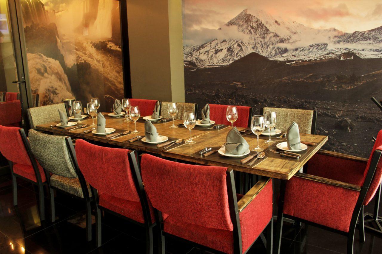 18-Fronteiras-Restaurante-Comida-Bar-Mexico-Cortes-Carne-Tragos-Cockteles-Diversion-Cocina-Casa_Lombard-Agencia-Diseño_Grafico-Agency-Granding-2020