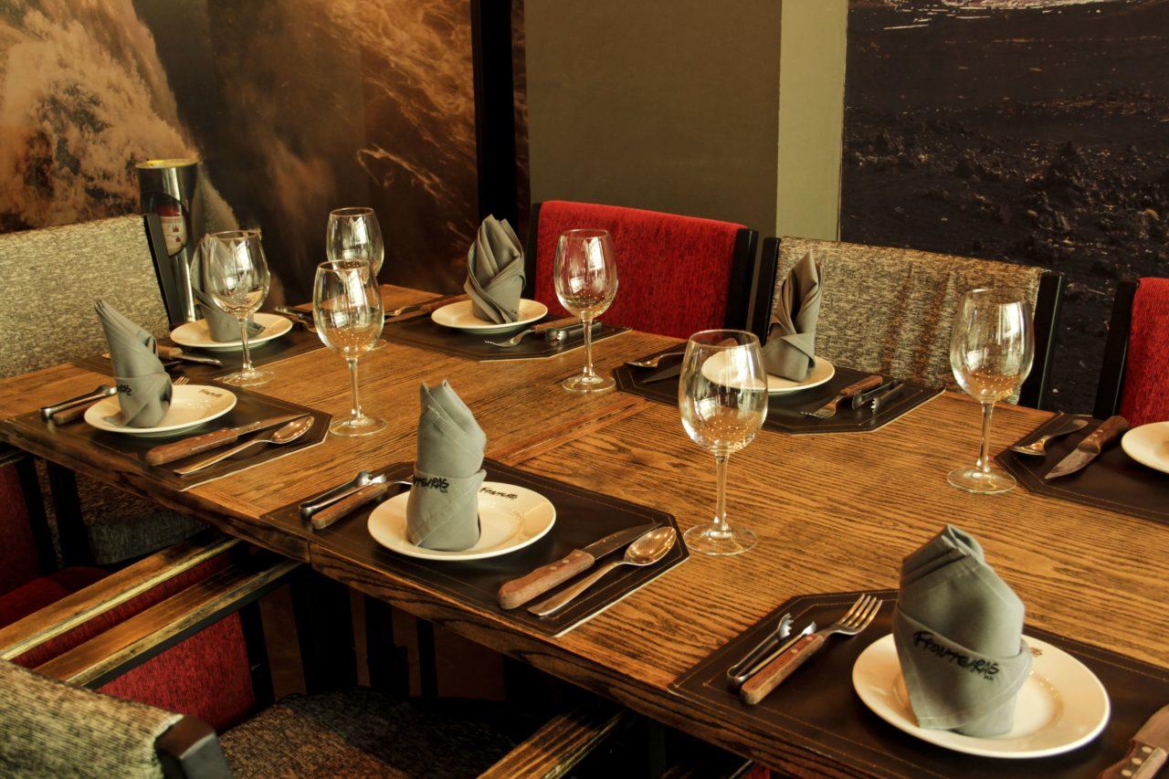 6-Fronteiras-Restaurante-Comida-Bar-Mexico-Cortes-Carne-Tragos-Cockteles-Diversion-Cocina-Casa_Lombard-Agencia-Diseño_Grafico-Agency-Granding-2020