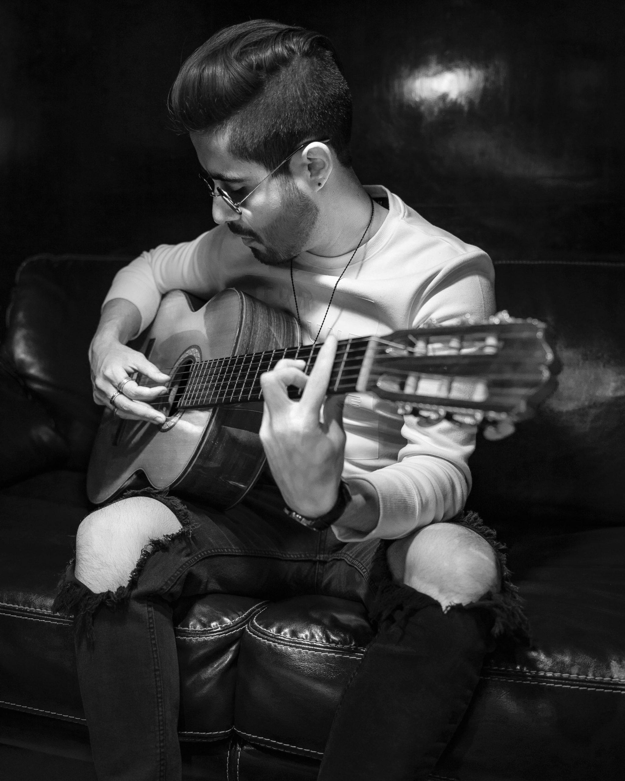 Foto-2-Sebastian-Castro-Musica-Musica-Sebastian_Castro-Pop-Urbana-Mexico-2020-Influencer-Artista-Cantante-Singer-min