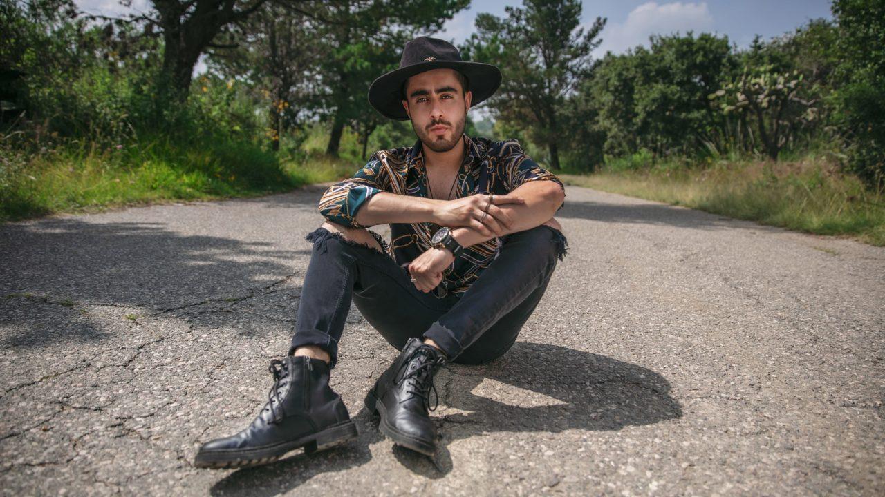 Foto-5-Sebastian-Castro-Musica-Musica-Sebastian_Castro-Pop-Urbana-Mexico-2020-Influencer-Artista-Cantante-Singer-min